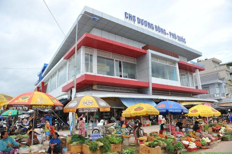 Dương Đông là thị trấn lớn, nằm ở phía Tây đảo Phú Quốc